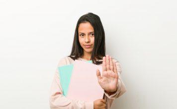 נשים עובדות, נשים מופלות – איך להתמודד עם התנהגות לא הוגנת כלפייך במקום העבודה
