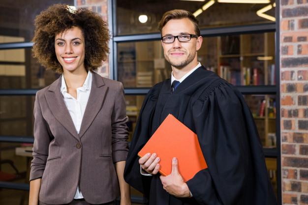 לימודי משפטים לאקדמאים - אמנות קריאת האותיות הקטנות